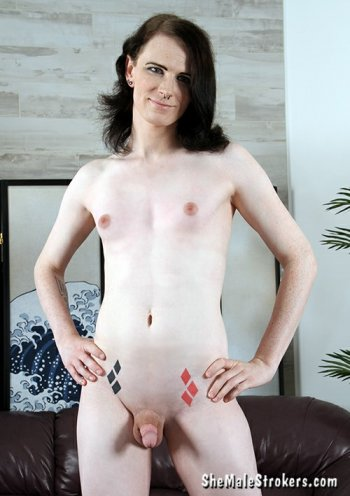 Alice Fox Bodyshot